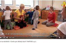 Kuře na návštěvě v Centru pro dětský sluch TAMTAM o.p.s.